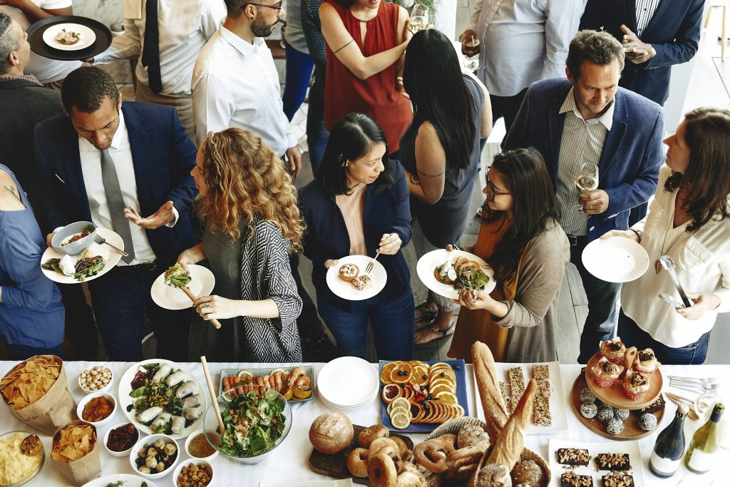 ¿Merece la pena contratar un catering?
